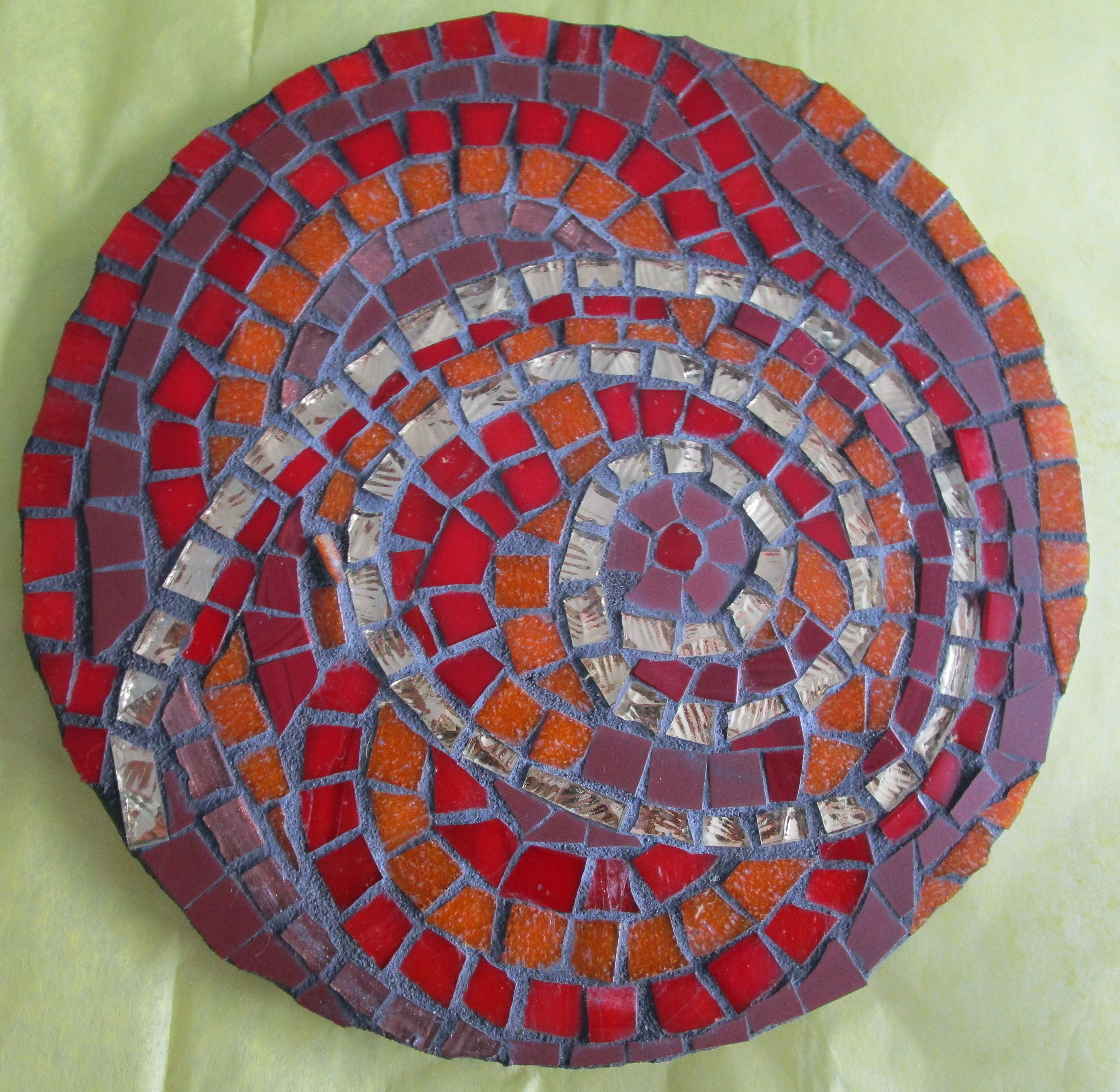 Measures 20 cms diameter.<br />